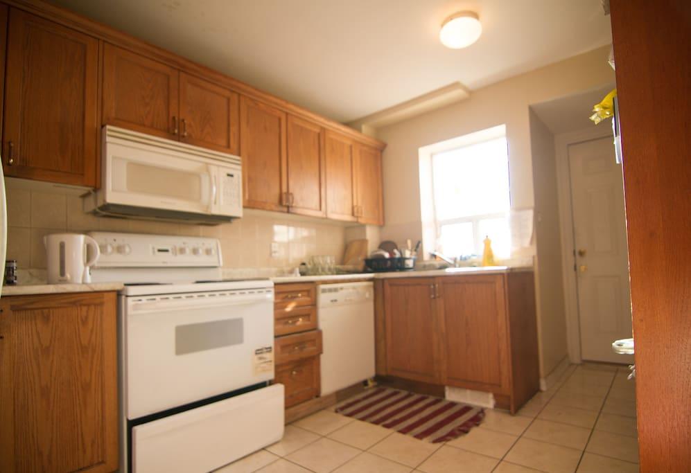 Gas stove, microwave, fridge/freezer, toaster, coffee maker, nutribullet blender, great cooking space