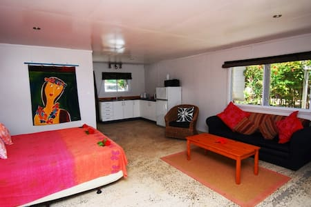 Arorangi Beachfront Studio
