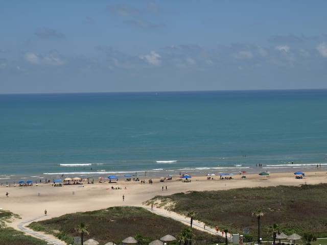 1 BR Beachfront Great View Sleeps 6