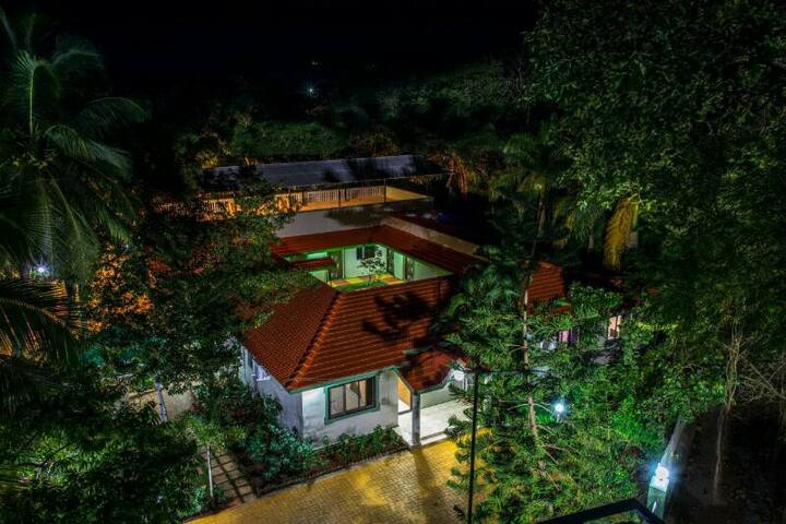 Swimming pool with 7 Bedrooms in Alibaug
