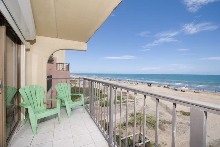 Great Beachfront 2 BR Sleeps 6  FL1