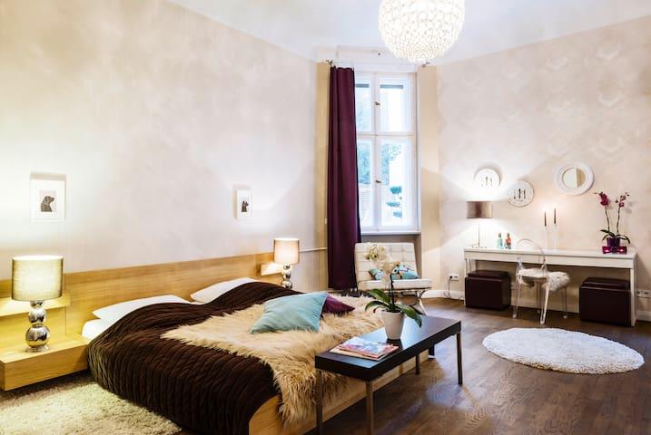 Suite im schönsten Altbau Charlottenburgs