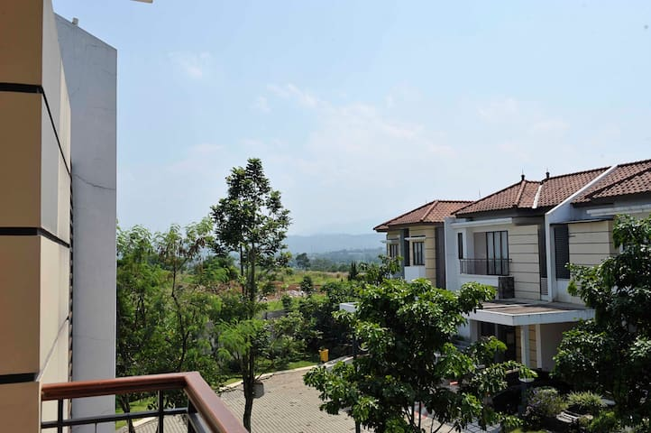 Spectacular Mountain View Home - South Bogor - Hus