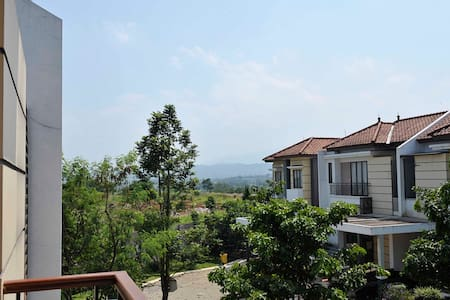 Spectacular Mountain View Home - South Bogor - บ้าน