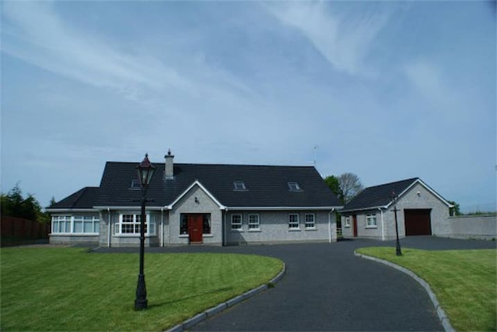 Twin en suite Room NITB cert - Mayobridge - Casa