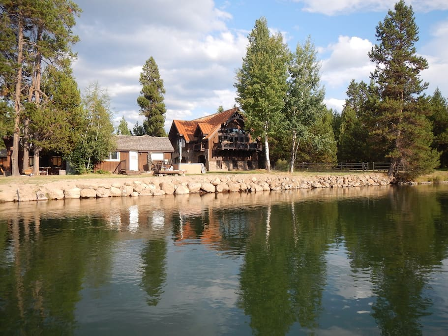 riverfront home gated community houses for rent in sunriver oregon united states