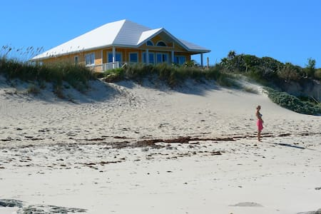 Spectacular 4-BR Beachfront House!
