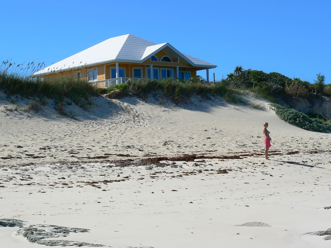 Beach Dream sits directly above the gorgeous pink-white sand beach!