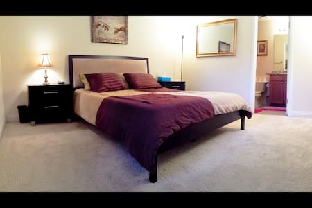PRIVATE BED & BATH, WALK TO STRIP! NO RESORT FEES! - Las Vegas - Condominium