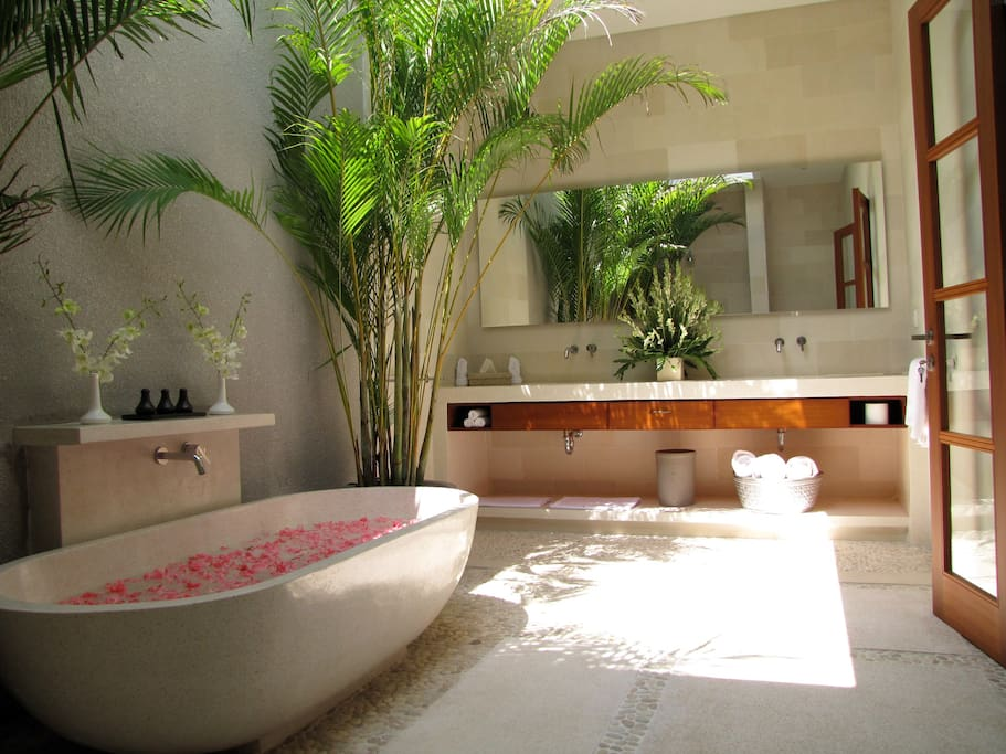 5 Bedroom Villa Bathroom