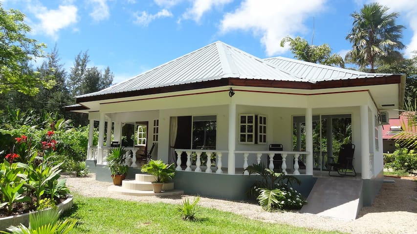 Self-Catering Apartment  - VICTORIA - House