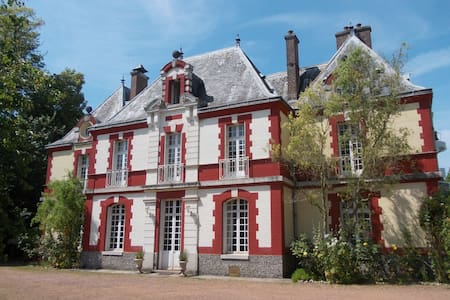 Spacious room in lovely Chateau - Sailly-Flibeaucourt - Bed & Breakfast