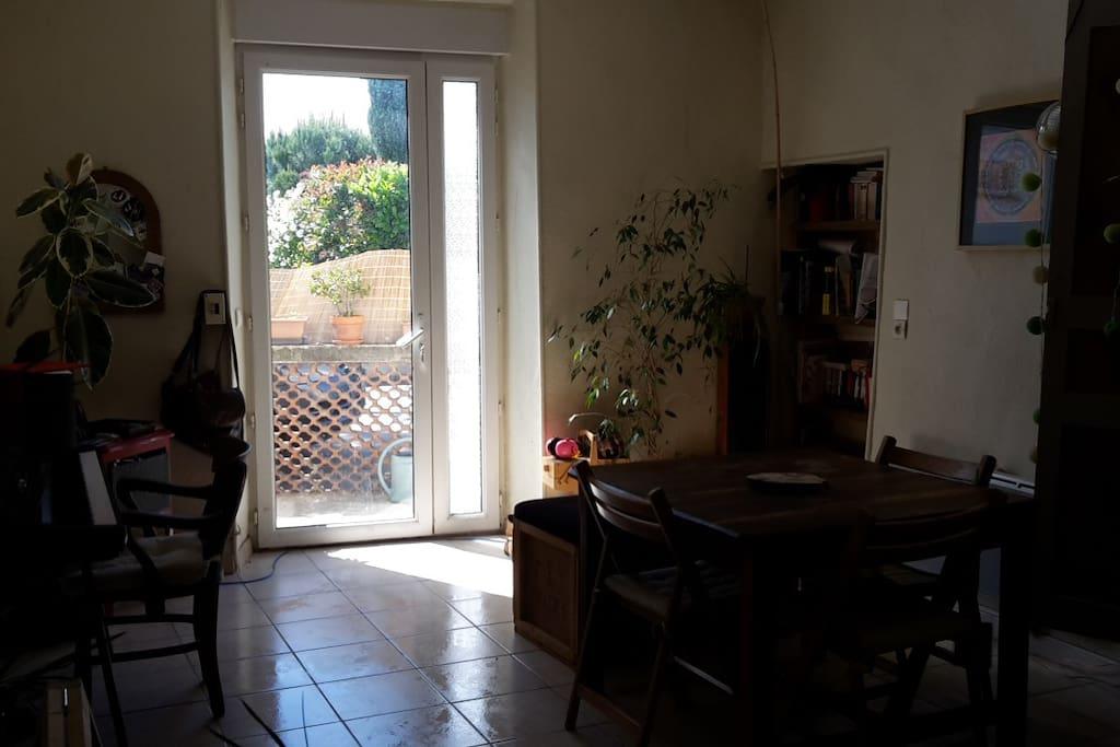 Appt 70 m², salon entrée, volet électrique
