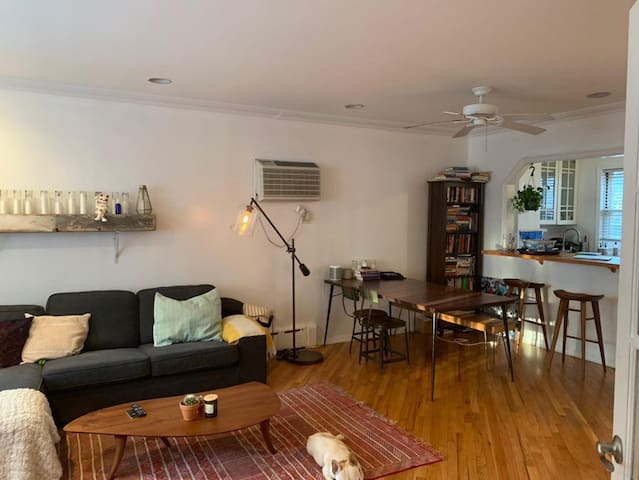 Cozy bdr in Williamsb. Townhouse/ Lorimer L train