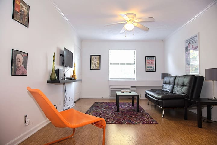 Nashville Apt on Music Row | Sleeps 6 | Great Location!