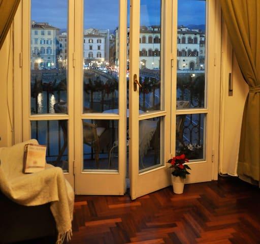 Valia Florence 3:Private Balcony & River Arno View