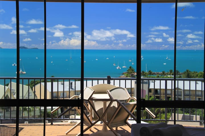 Ocean View Studio Apartment sleeps 3 with *FOXTEL*