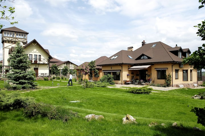 Country estate near Kiev with 7 bedrooms and pool