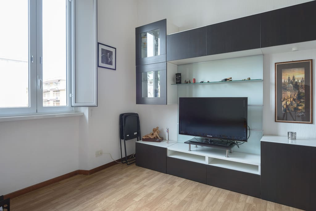 your room FullHD TV with HDMI cable