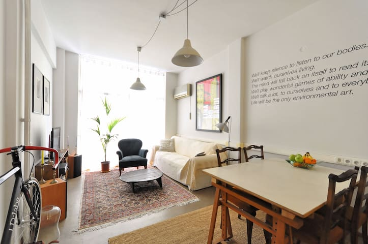 Cozy spacious downtown flat - Atene - Appartamento