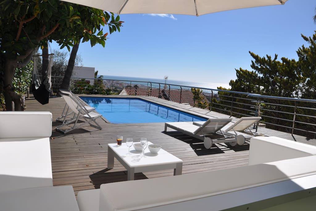 Casa de dise o con piscina privada vallpineda casas for Casa con piscina privada alquiler