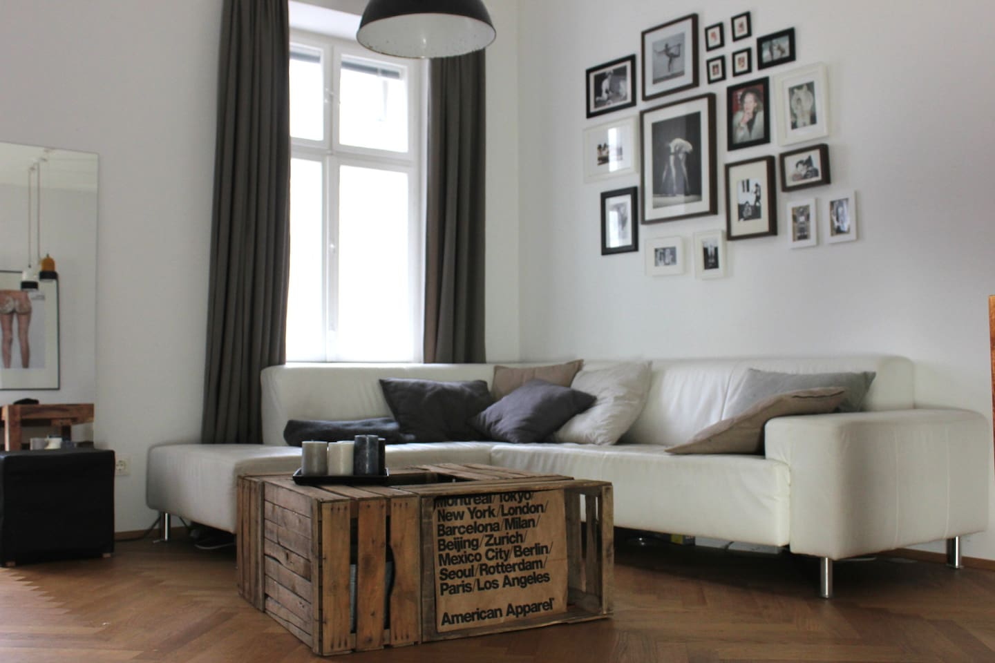 livingroom with couch, TV, dining table