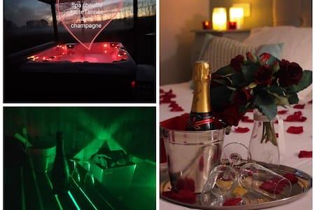Nuit romantique jacuzzi /sauna/rose/Champagne/pdj