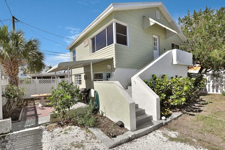 Dog-friendly condo - walking distance to water & close to waterfront village!