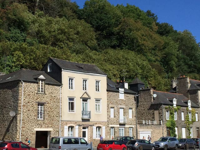 Riverside Apartment in Dinan - Dinan - Lägenhet