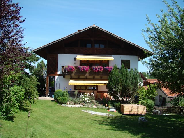 Große Ferienwohnung mit herrlichem Bergblick - Eschenlohe - Leilighet