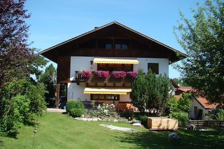 Große Ferienwohnung mit herrlichem Bergblick - Eschenlohe - Wohnung