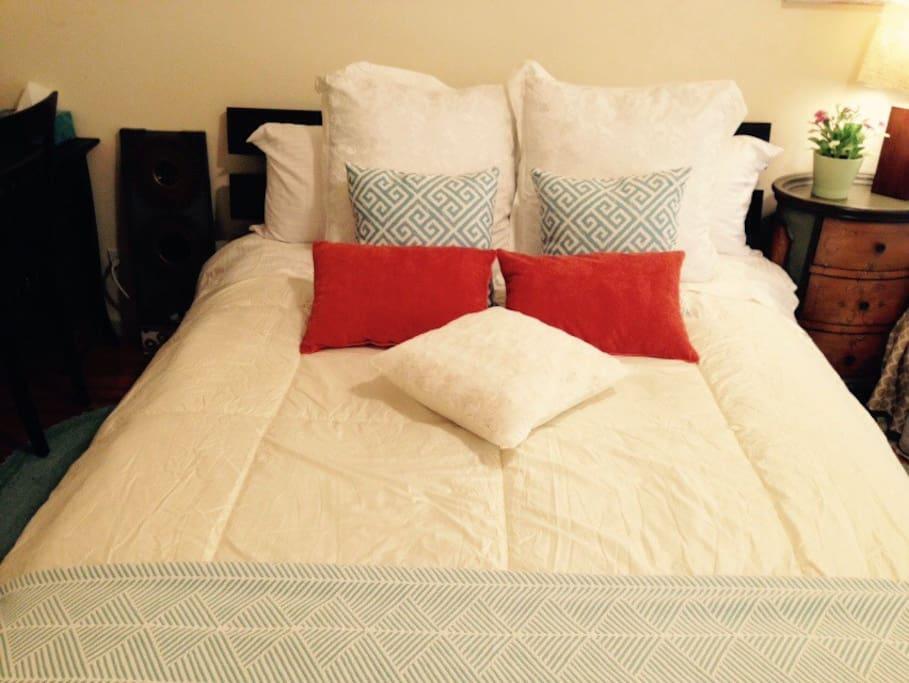 这是新增加的另一张Queen大床,房间总共有二张大床,加沙发床总共有三张床了。