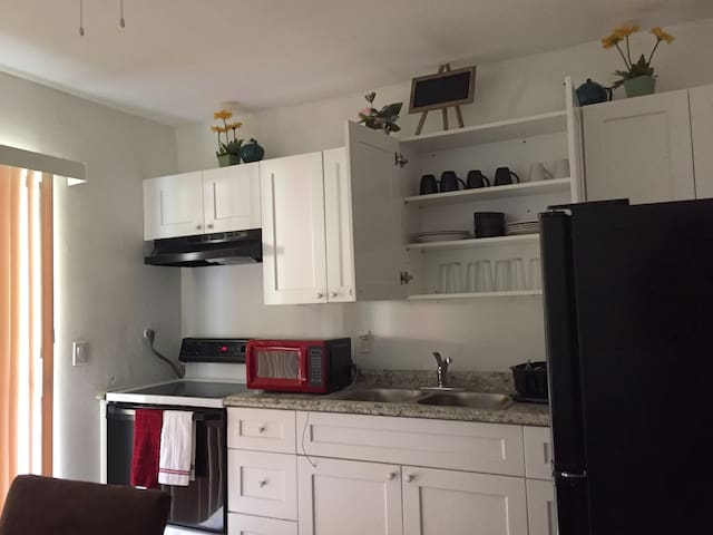 Home Away From Home!Entire Apt. w/Complete Privacy