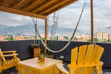 Airy Penthouse bordering Poblado