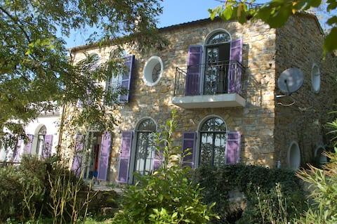 Romantisches Landhaus mit Meerblick
