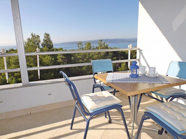 Apt. with Sea View, for 4-5 persons