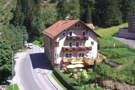 Gasthof Rose B&B at Brennerpass - Gries am Brenner - Aamiaismajoitus