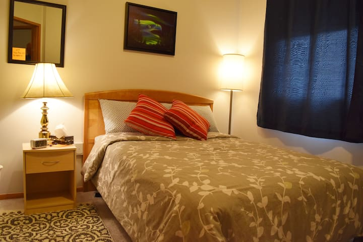 Lucy's Place - Ptarmigan Room - Double  Bed