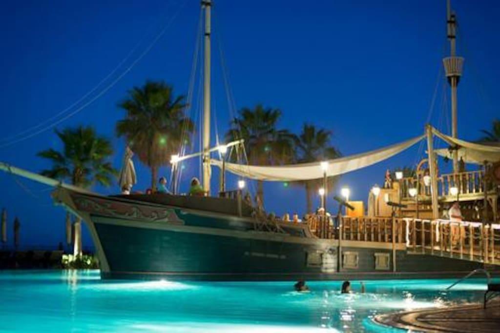 Boat Restaurant in pool
