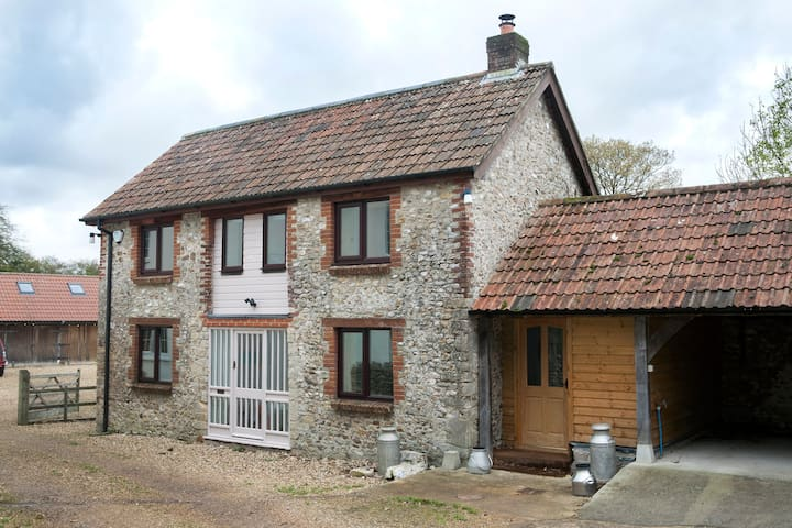 Converted Old Milking Parlour - Hawkchurch - House