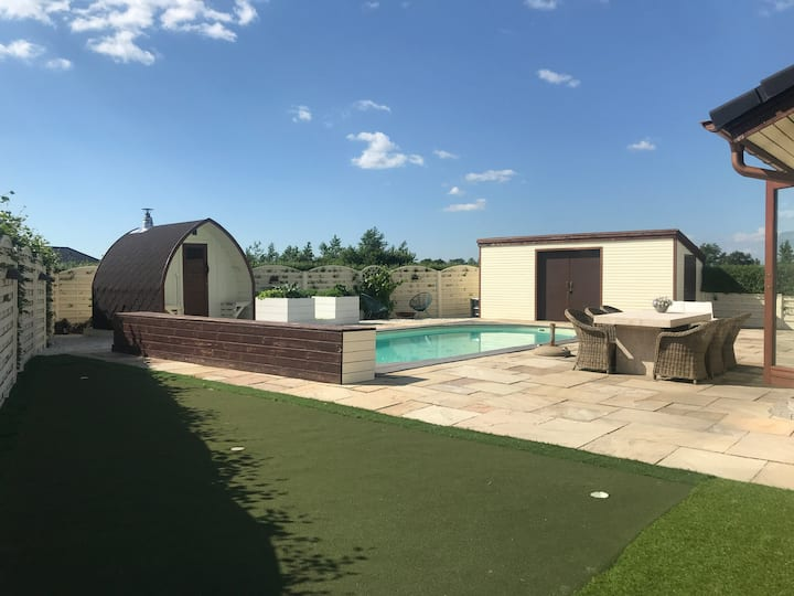 Great summer location with sauna and swimmingpool