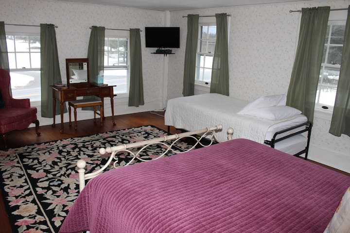 Room 5 The Catamount at The Windflower Inn