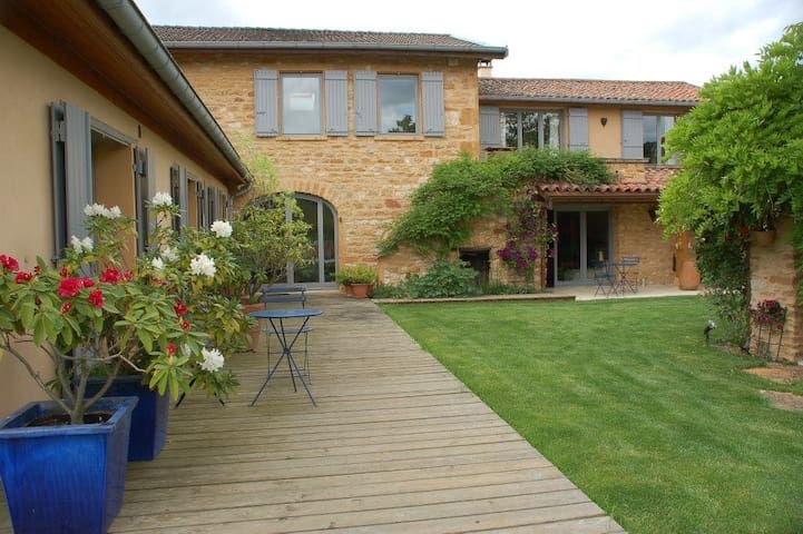 Beaujolais Golden stone Farmhouse near Lyon - Charnay - Hus