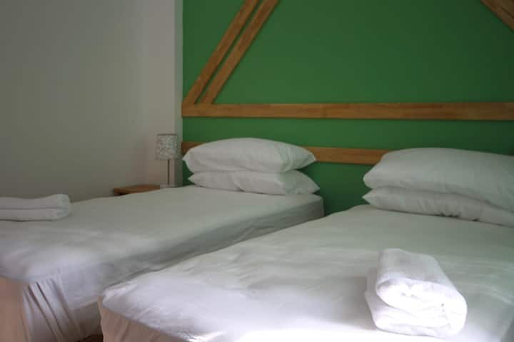 Deluxe room with free breakfast with 2 single bed