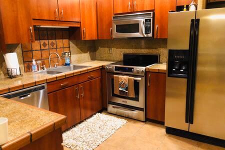 Renovated cozy location in between Tampa & Orlando