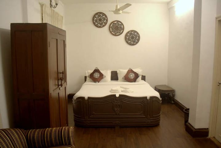 5. Spacious Room with attached Bathroom - Mumbai - Hus