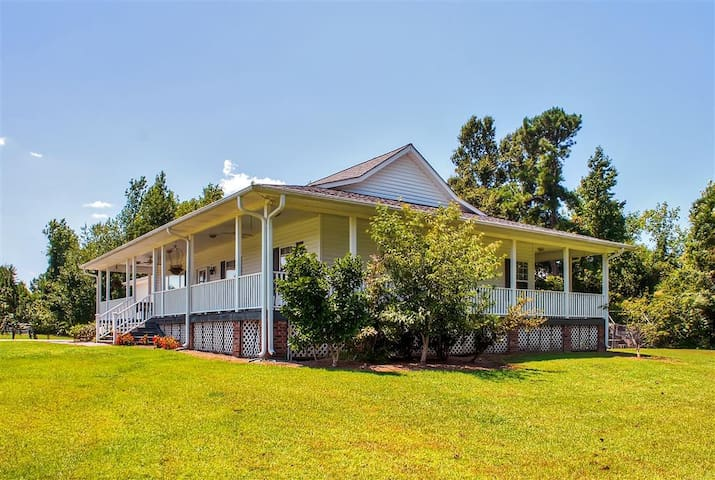 Peaceful 2BR Whiteville Home w/Serene Pastures!