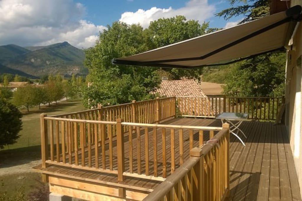Terrasse panoramique - ombragé - des barbecues bien agréables en perspective