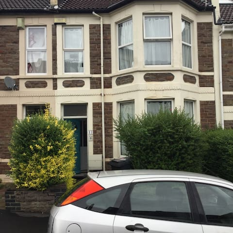 Lovely room in quiet house Horfield