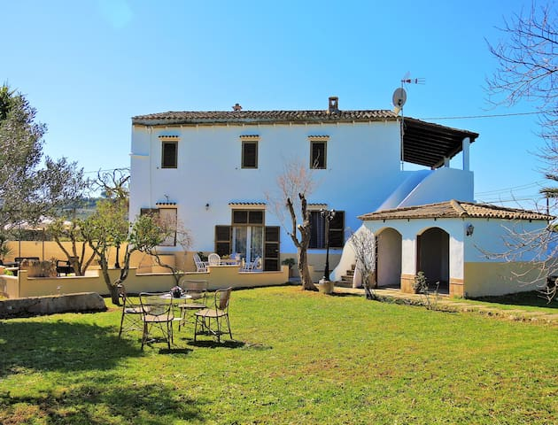 House with large gardens and barbeque - Sant Llorenç des Cardassar - Huis